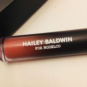 Hailey Baldwin for ModelCo Makeup - New! Hailey Baldwin for MODELCO (BIZ) Gloss